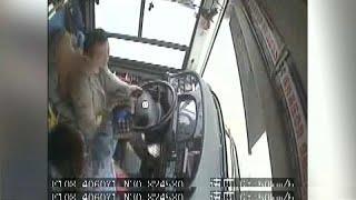 Cina: il bus sbanda a causa di una lite, 13 morti