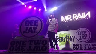 RIMINI: Mr. Rain presenta il nuovo disco davanti a mille fan | VIDEO
