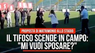 """Il tifoso scende in campo: """"Mi vuoi sposare?"""". Ancona, proposta di matrimonio allo stadio"""